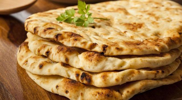 Naan. Jednoduchý a chutný chlieb z ďalekej Indie