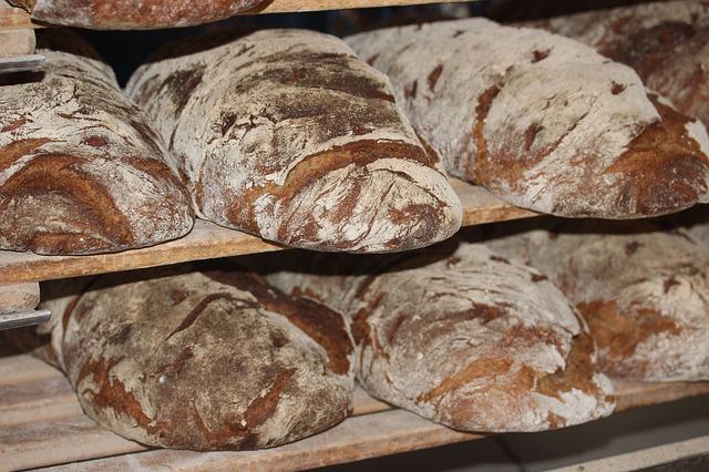 Kváskový ražný chlieb s orechami