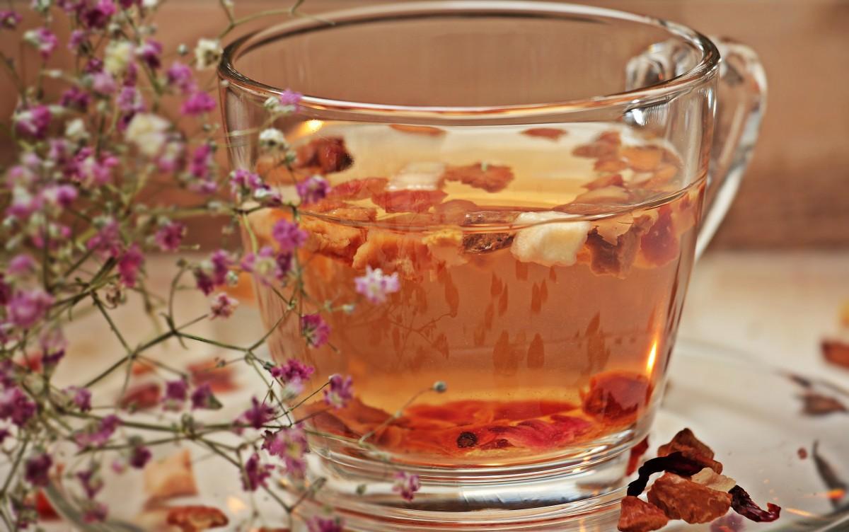 Voňavý zimný čaj z jablčných šupiek